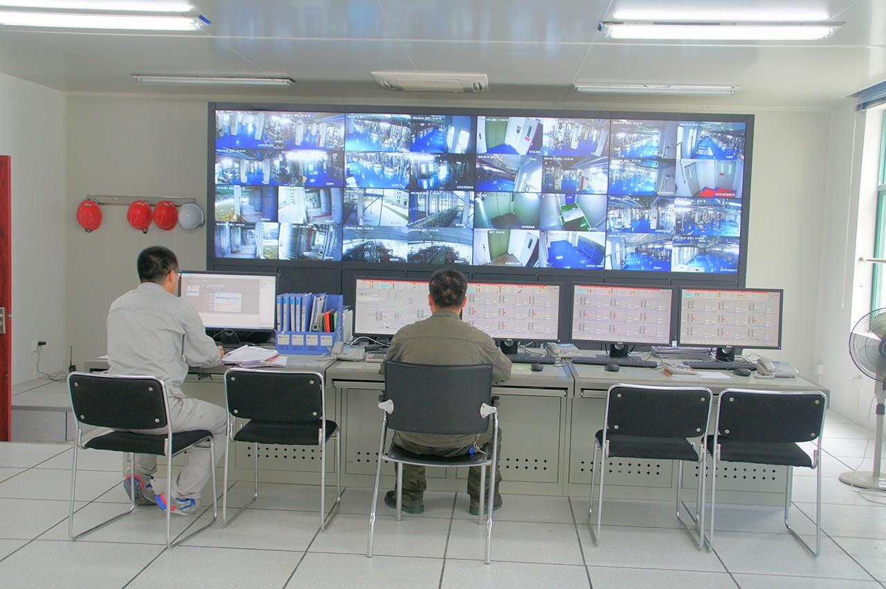 自动化车间控制室